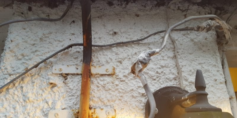 picture of badly wired electrics